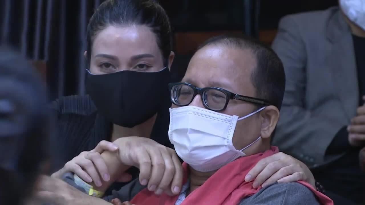 Trần Mạnh Tuấn khóc khi bác sĩ phát biểu