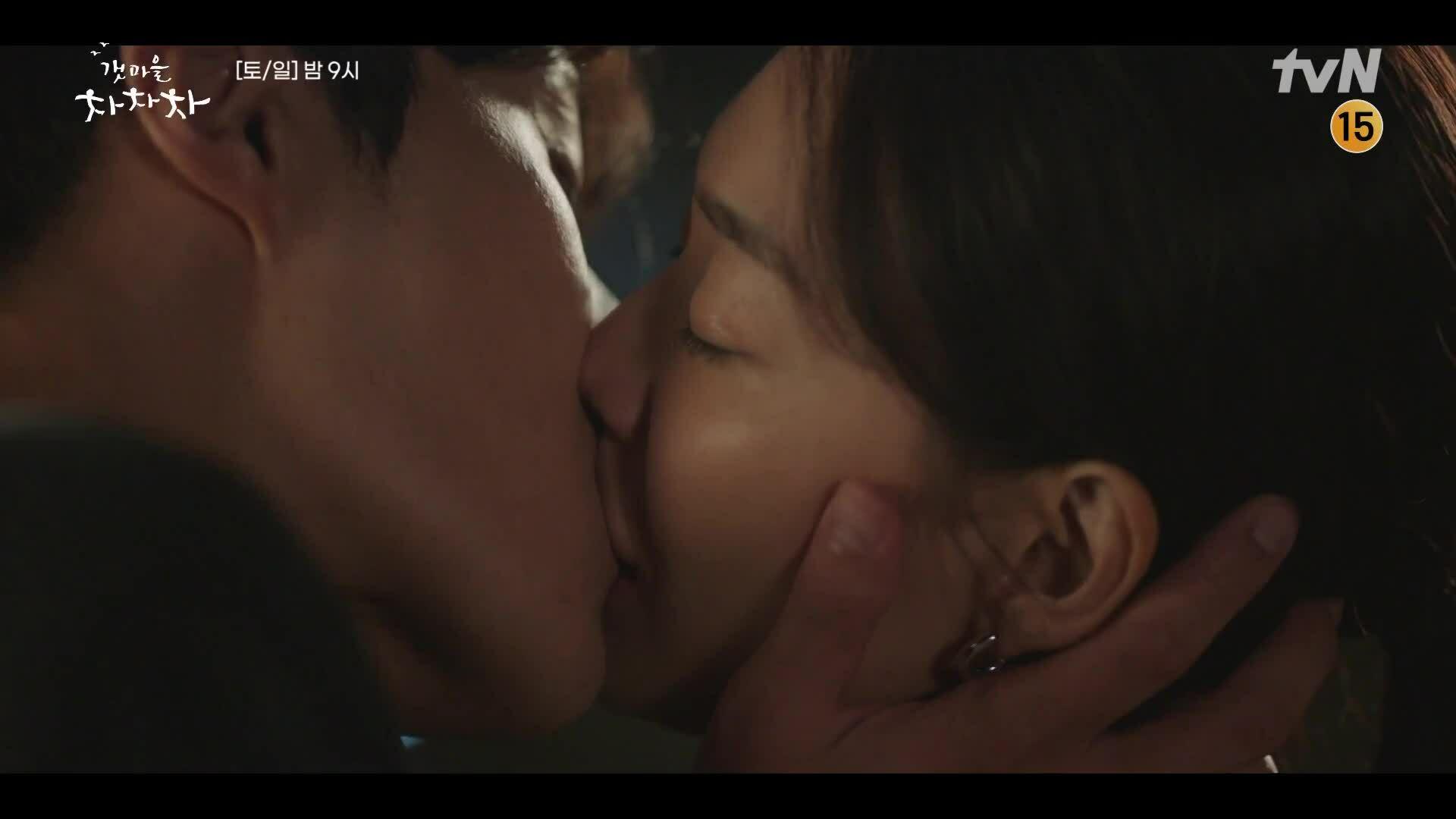"""Hye Jin tỏ tình trong tập 10 """"Điệu cha cha làng biển"""""""