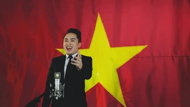 Tùng Dương hát Quốc ca
