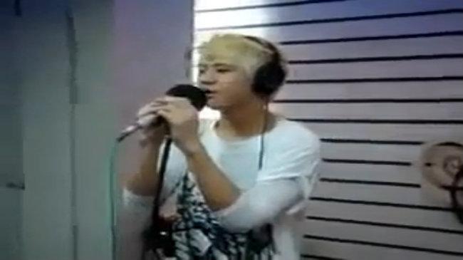 Yo Seob hát 'Cracks of My Broken Heart'