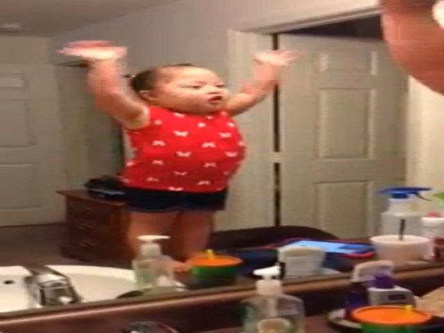 Video Zaria Jamalo hát nhép 'Let it go'