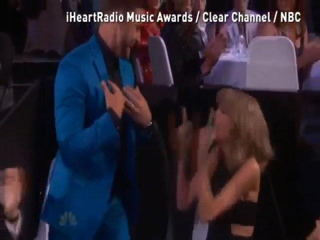 Taylor Swift hóa fan cuồng vì Justin Timberlake