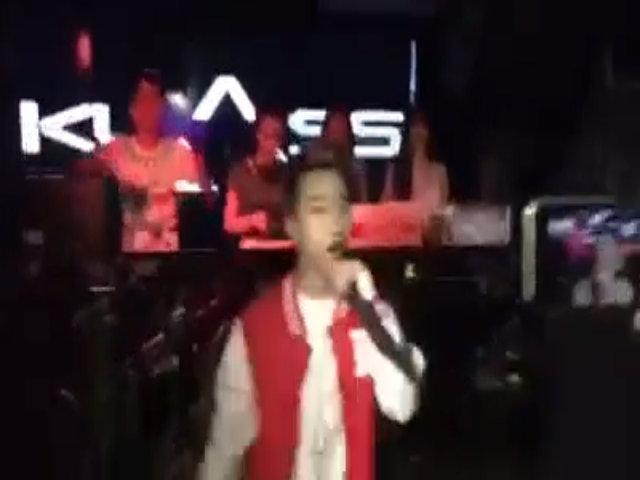 Võ Viễn Thiện hát nhảy trong quán bar ở Hà Nội