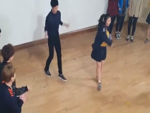 EXO nhảy 'Overdose' cùng fan nữ