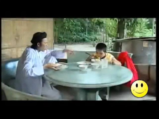Bé Châu diễn hài cùng nghệ sĩ Hoài Linh