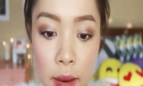 Beauty blogger Trinh Phạm review son của Changmakeup