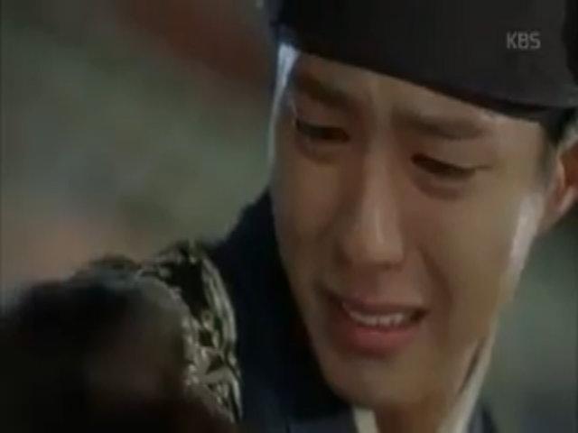 Thị vệ Kim bất ngờ kề dao vào cổ thái tử