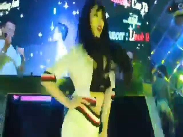 Linh Miu nhảy sexy như 'tập thể dục'