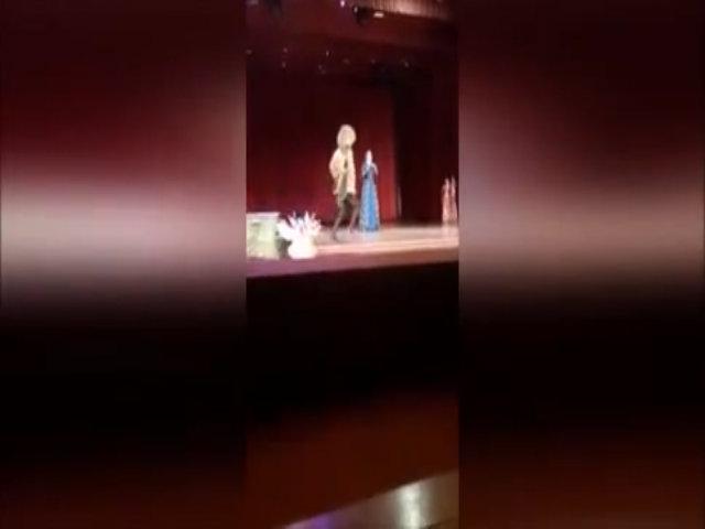 Vũ công chết trên sân khấu, khán giả tưởng là ý đồ biểu diễn, vỗ tay nồng nhiệt