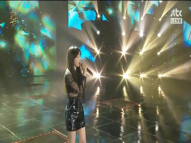 Tae Yeon xử lý cực ngầu, hát live 'mượt' dù gặp sự cố