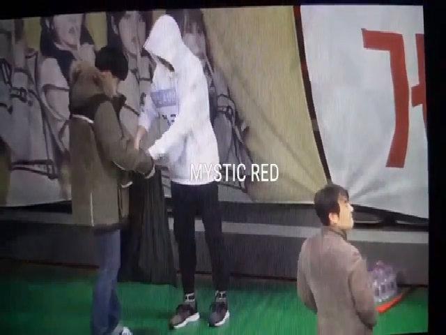 Jung Kook (BTS) được ca ngợi vì hành động đẹp