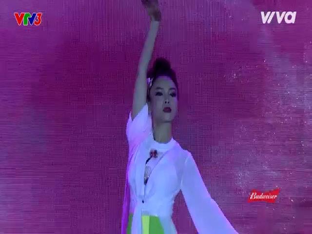 Team Yến Trang biểu diễn 'Chốn bồng lai'
