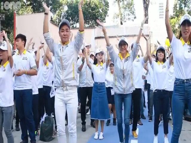 Dương Tử Quỳnh mướt mồ hôi nhảy flashmob với sinh viên Sài thành