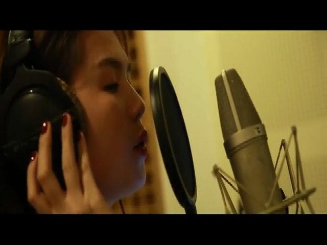 Ngọc Trinh hát 'Ngày em xa quê'