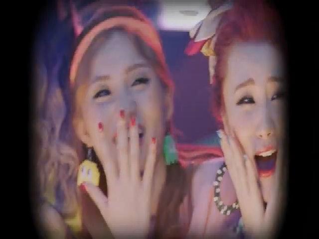 Lip B tung MV thứ 3 mang màu sắc viễn tưởng lạ mắt