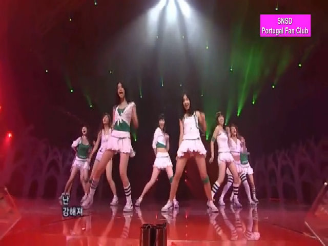 SNSD biểu diễn Into The New World