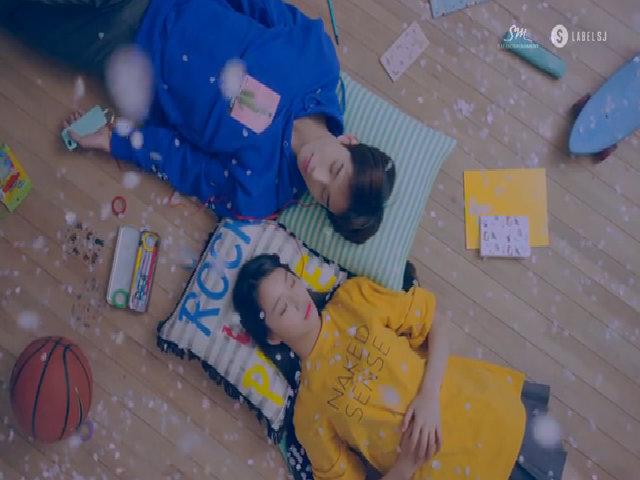 Jung Woo trong MV Paper Umbrella của Ye Sung