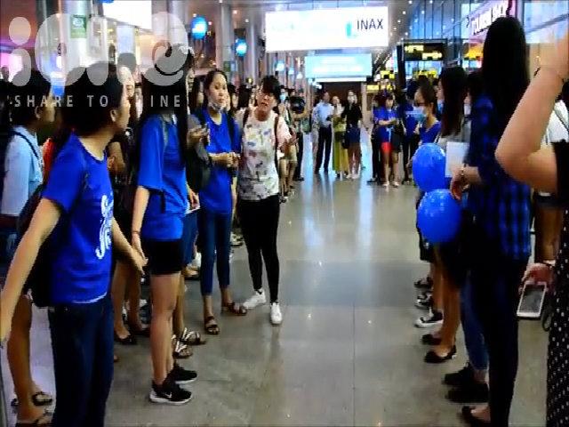 ELF Đà Nẵng làm hàng rào bảo vệ, tiễn Siwon ra sân bay về Hàn
