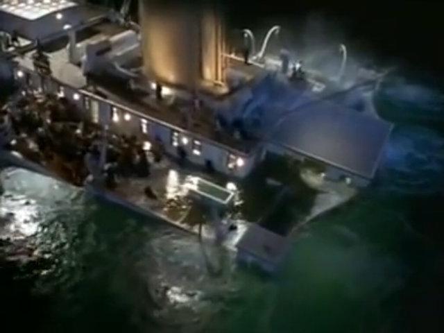 Không ai có thể kìm được nước mắt trước cảnh tượng kinh điển này của 'Titanic'