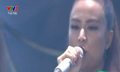 Hoàng Thùy Linh biểu diễn tại The Remix 2016