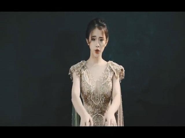 Linh Ka mặc hở bạo khoe 'mặt học sinh, người phụ huynh'