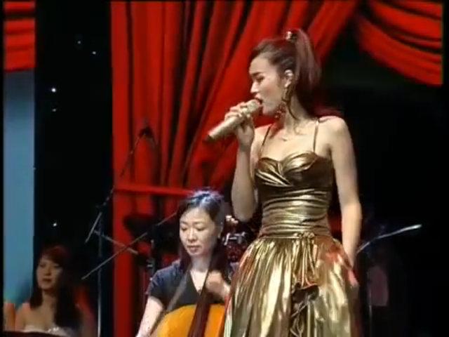 Đông Nhi live 'Cho em một lần yêu'