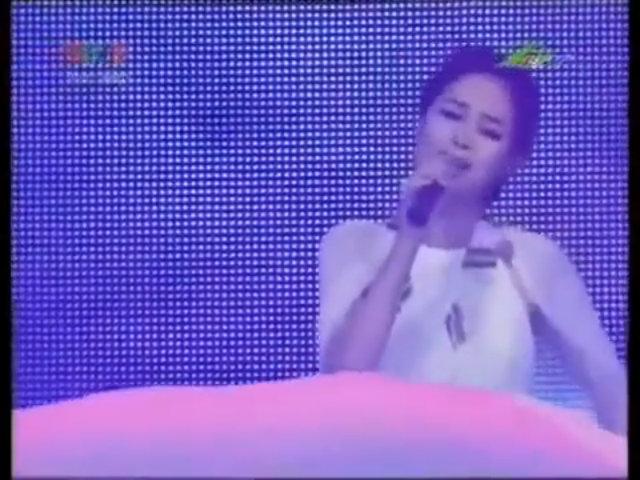 Minh Hằng hát live 'Mây'