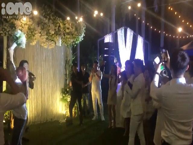 Người nhận được bó hoa cưới của Khởi My - Kelvin Khánh là ai?