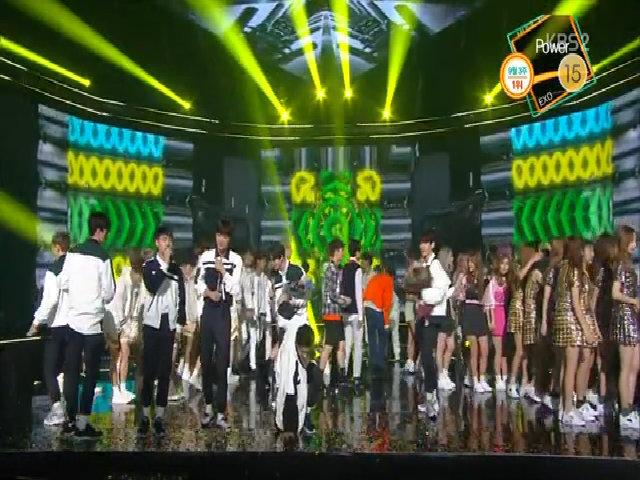 Màn biểu diễn 'xoay mòng mòng' mừng chiến thắng của EXO