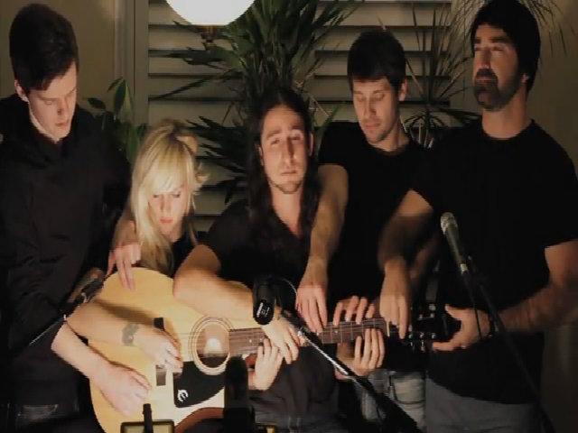 Walk Off The Earth - những kẻ lữ hành kiếm tìm thứ âm nhạc 'ngoài trái đất'