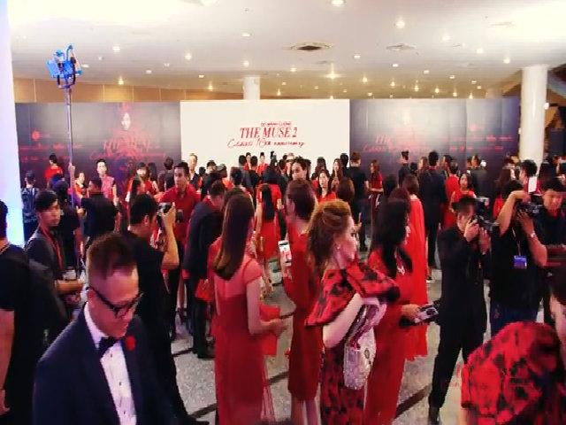 Dàn mỹ nhân Việt 'nhuộm đỏ' show diễn 10 năm của Đỗ Mạnh Cường