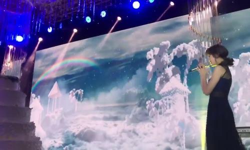 Trấn Thành - Hari Won hát trong đám cưới em gái