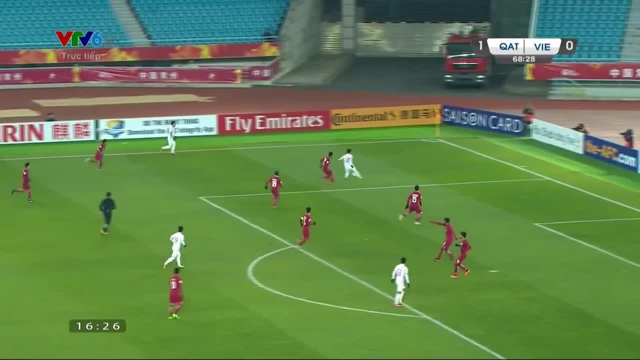Cú đúp bàn thắng của tiền vệ Quang Hải