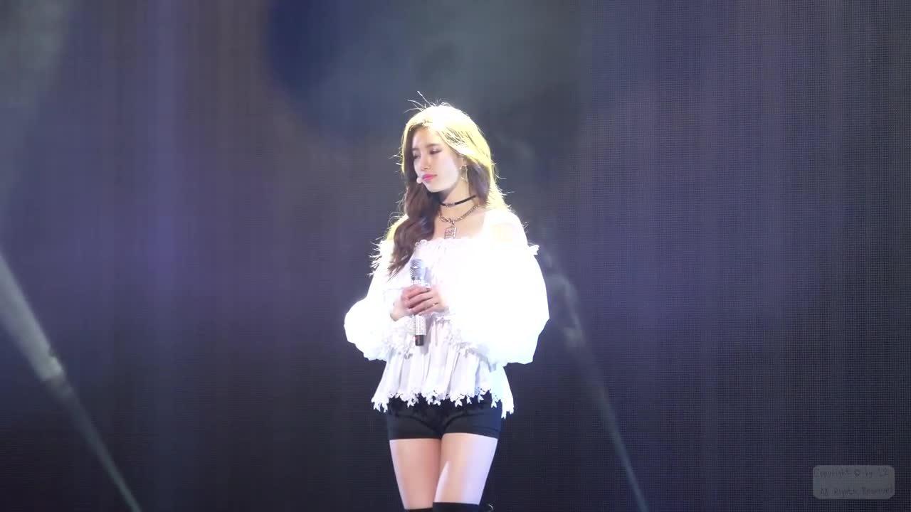Suzy bị chỉ trích: 'Mặt đẹp nhưng kém hiểu biết'