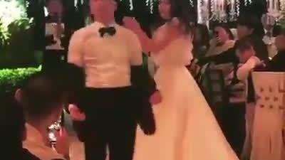 Chú rể Tae Yang phấn khích nhảy xung quanh cô dâu