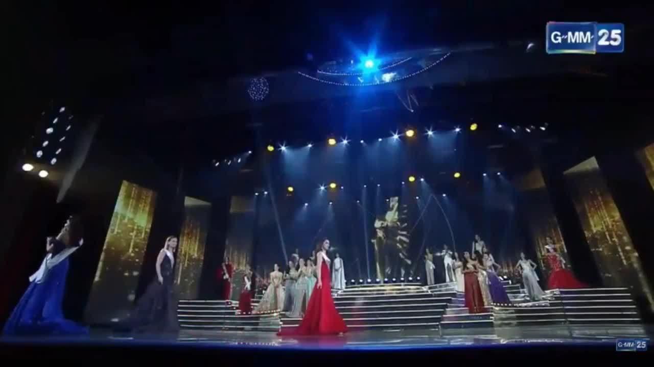 Giây phút đăng quang của Hương Giang