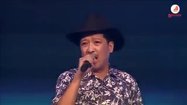 Trường Giang hát 'Cho vừa lòng em' trước mặt Nhã Phương