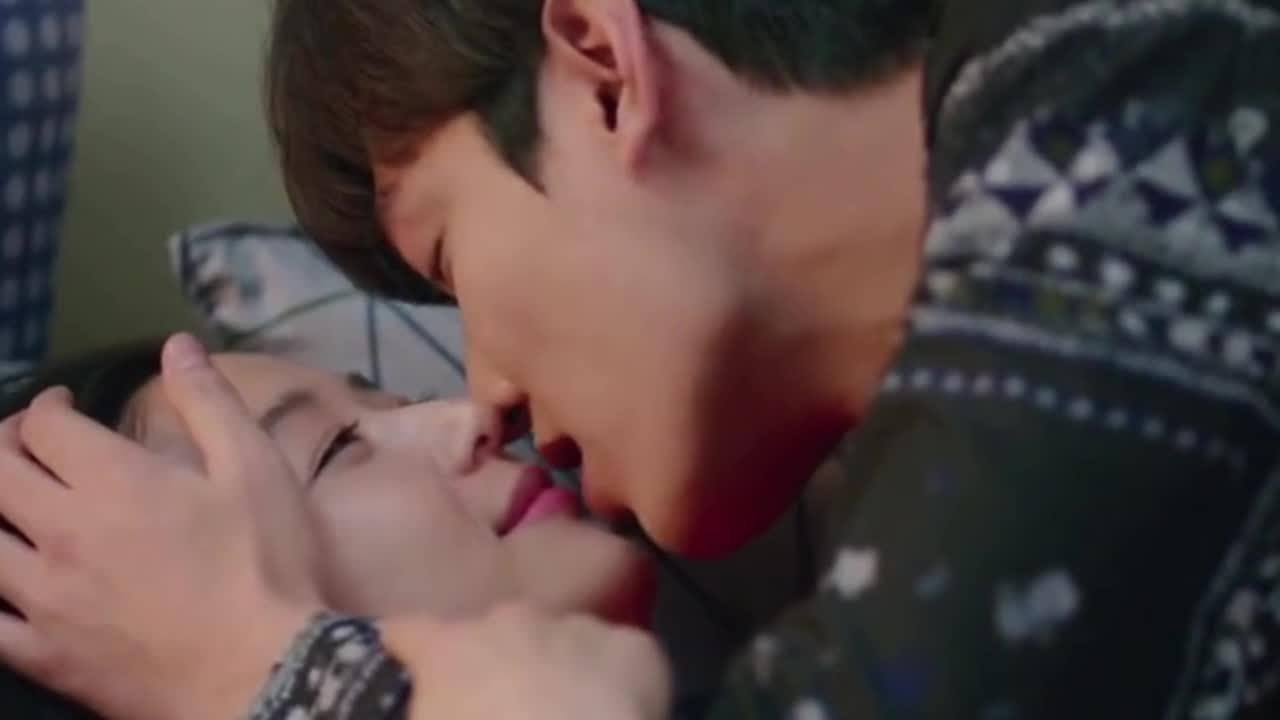 5 nụ hôn người lớn quá mức trên màn ảnh nhỏ Hàn Quốc