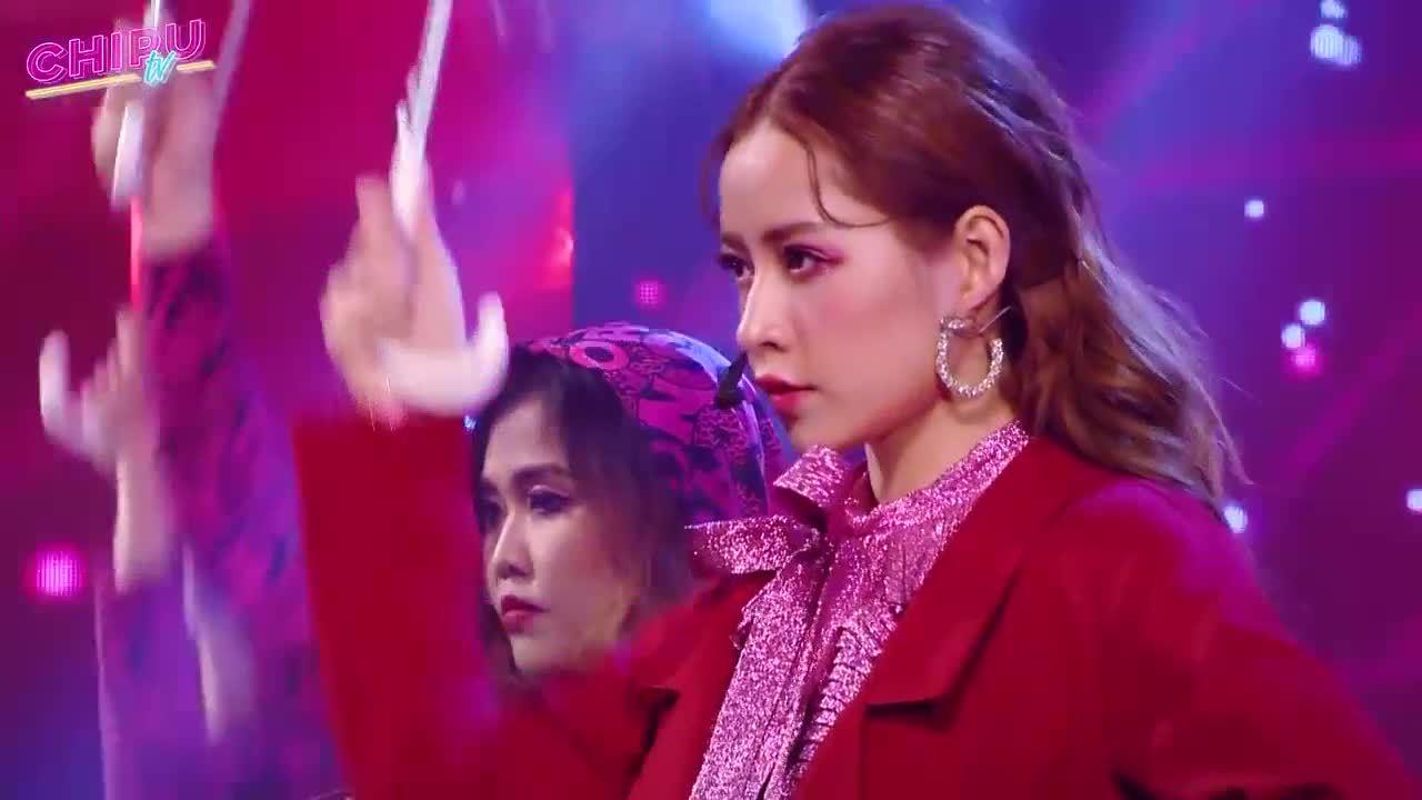 Chi Pu hát nhảy trên sân khấu Dream show