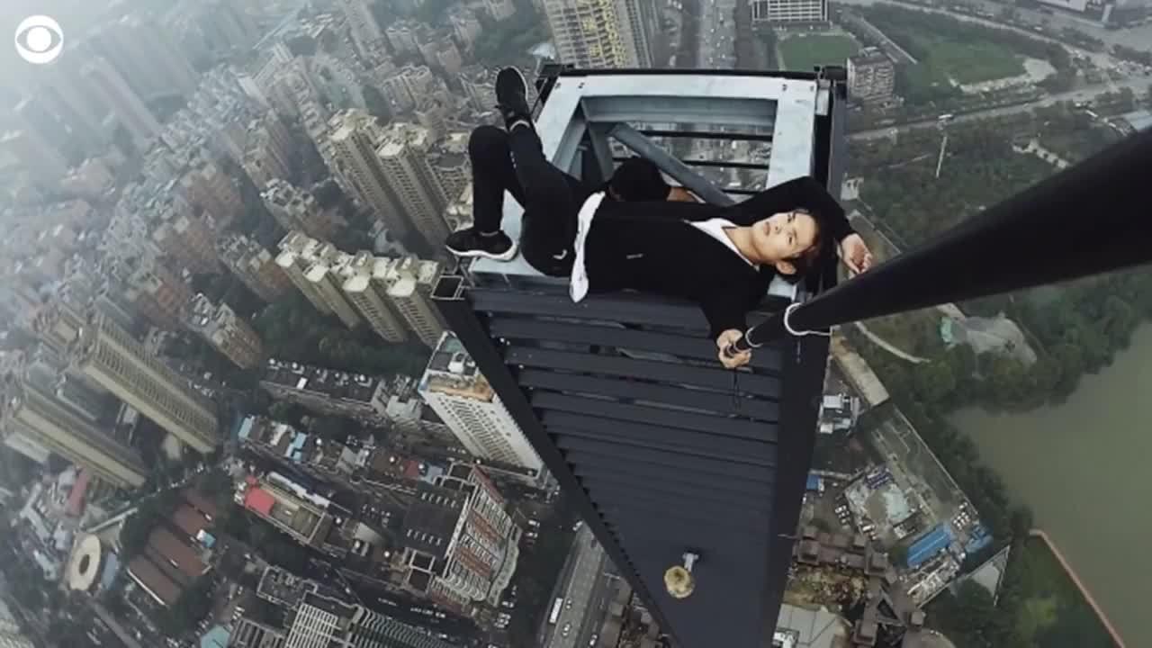 Check in trên nóc tòa nhà chọc trời: Trào lưu mới để thách thức thần chết