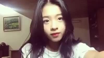 Hồng Khanh đàn hát 'Hôn anh'