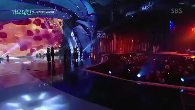 Ji Min đọ sức cùng dàn idol ở lễ trao giải