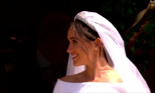 Khoảnh khắc Hoàng tử Harry hôn vợ