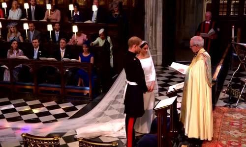 Khoảnh khắc Hoàng tử và vợ trao nhẫn cưới cho nhau