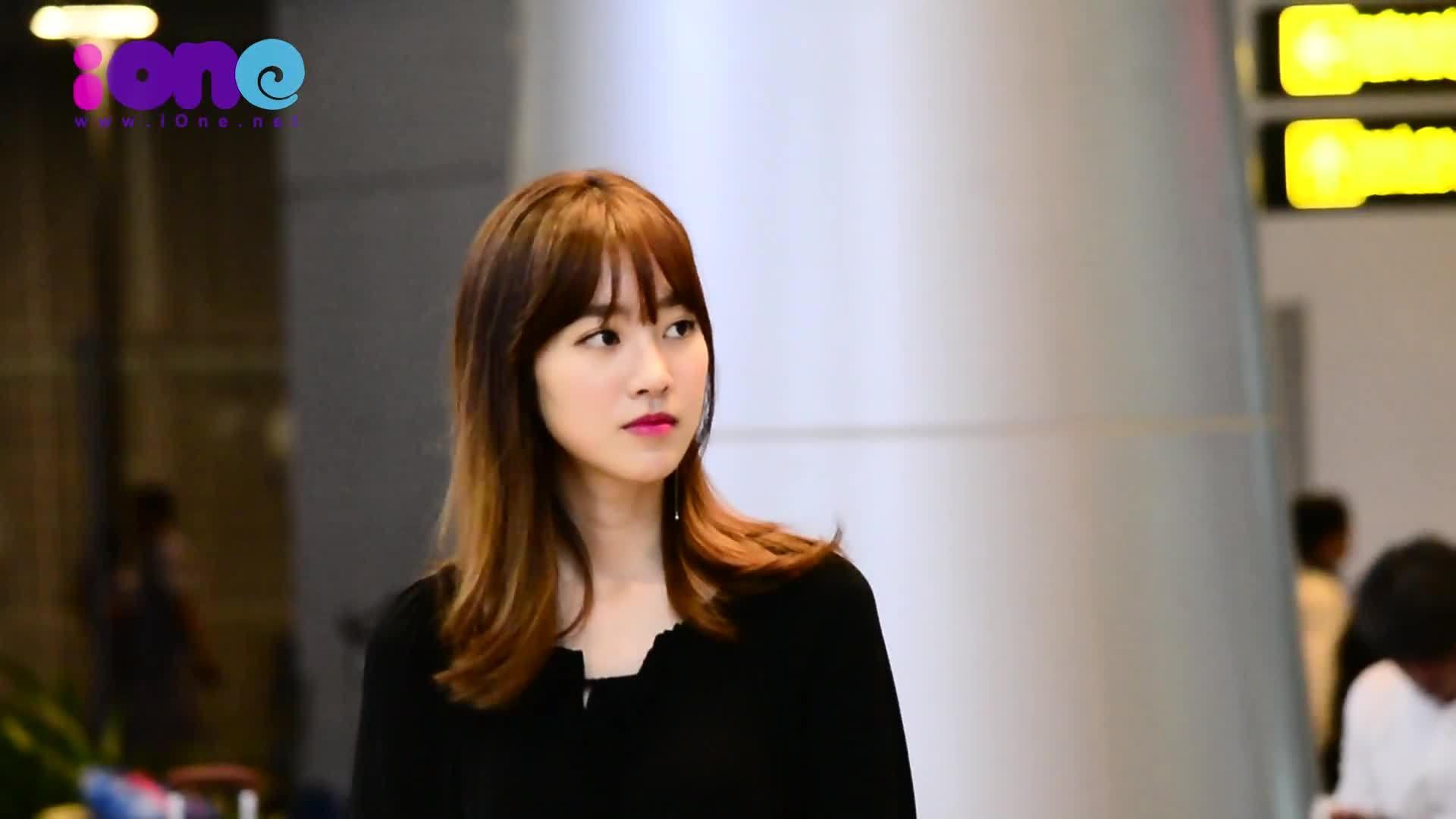 'Nữ hoàng cổ trang' Jin Se Yeon xinh đẹp khi đến Đà Nẵng