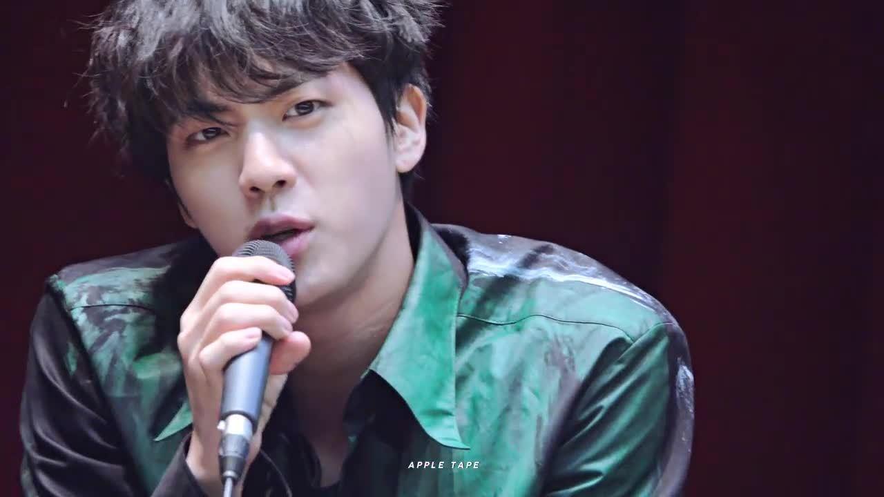Cách Jin (BTS) chứng minh bản thân đẹp không cần chỉnh sửa