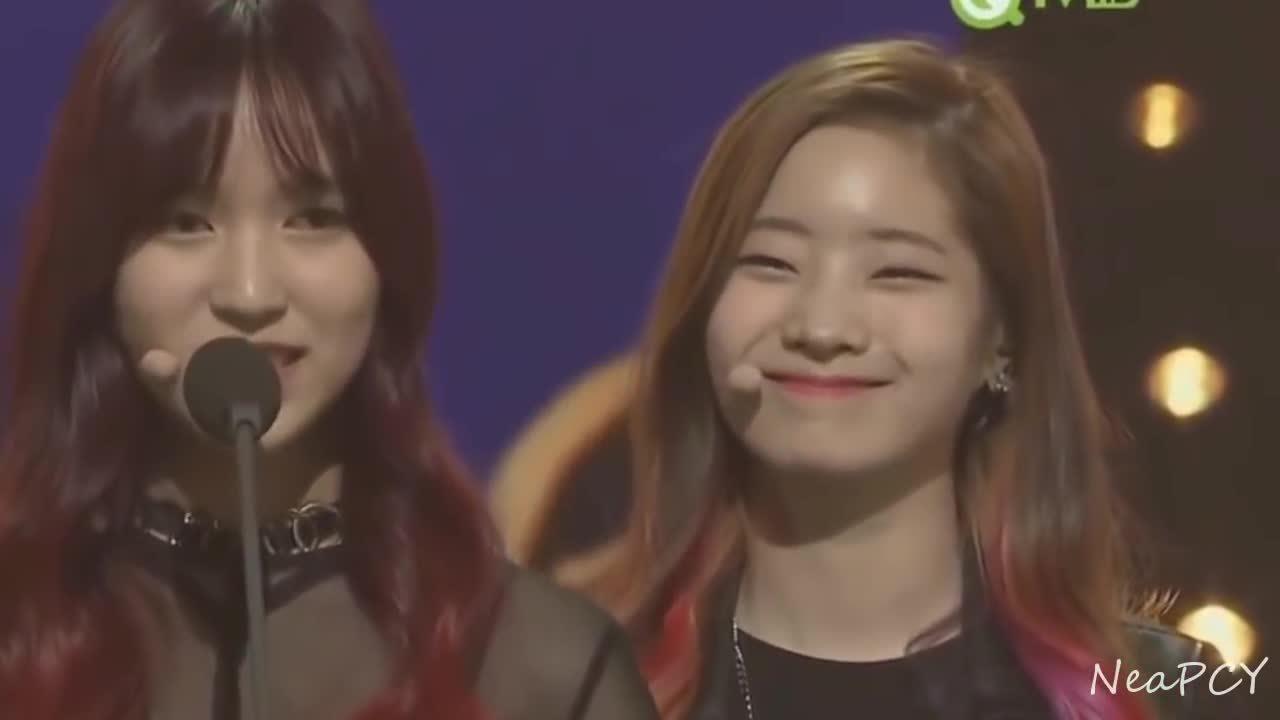 Biểu cảm 'diễn sâu' của Twice khi Momo, Sana, Mina nói tiếng Nhật
