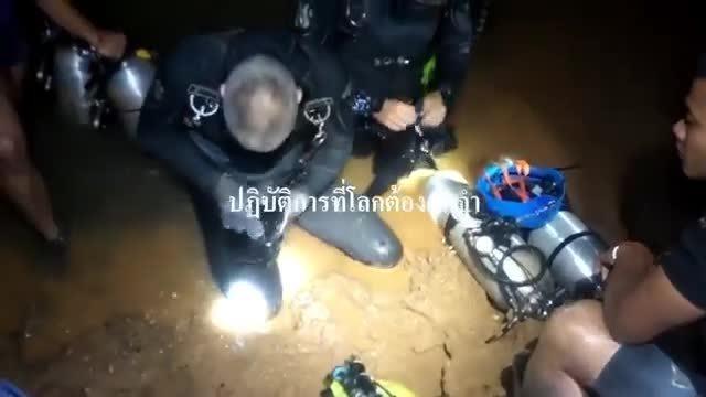 Hé lộ cách thức đặc nhiệm Thái Lan giải cứu đội bóng nhí ra ngoài