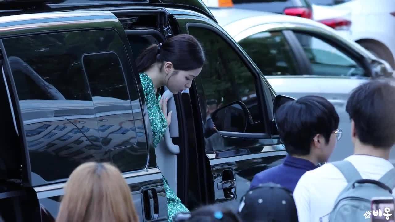 Irene lộ xương quai xanh, đọ sắc cùng visual tân binh (2)