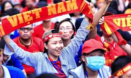 Khoảnh khắc đáng yêu của CĐV Việt Nam trong bán kết Việt - Hàn